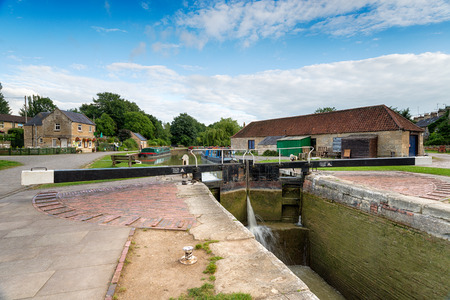 canal lock: A lock on the Kennet and Avon Canal as it flows through Bradford on Avon in Wiltshire