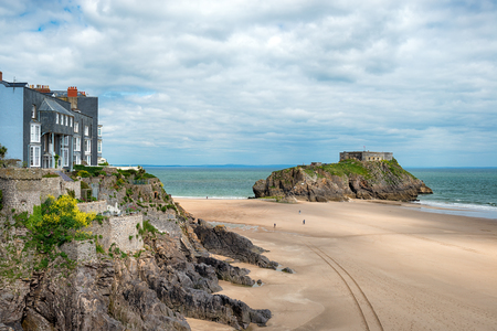 tenby wales: The beach and St catherines Island at Tenby on the Pembrokeshire coast of Wales