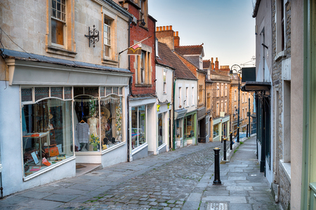shop window: Cobbled streets at Catherines Hill in Frome, Somerset Stock Photo