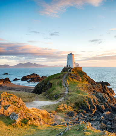 The stunningly beautiful Llanddwyn Island on the coast of Anglesey in north Wales 스톡 콘텐츠