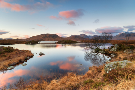 Sunrise at Lochan na h-Achlaise near Glencoe in the Highlands of Scotland Standard-Bild