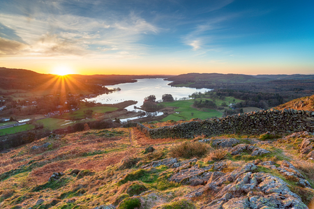 Stunning sunrise from Loughrigg Fell and looking out over lake Windermere Reklamní fotografie