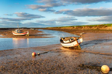 Boats on the river estuary at Burnham Overy Staithe on the Norfolk coastline Imagens
