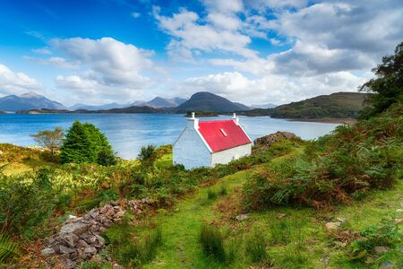 A picturesque cottage on the shores of Loch Shieldaig on the Applecross Peninsula in the far north west of Scotland Stock fotó