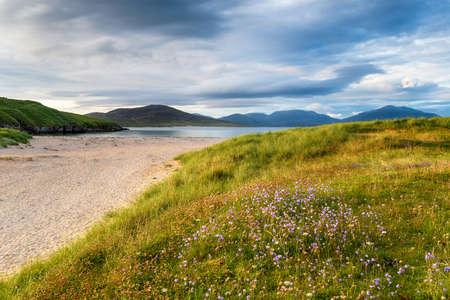 Summer evening at Traigh Niosaboist beach at Hogabost on the Isle of Harris in Scotland Stock fotó