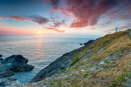 Sunset over the lighthouse at Trevose Head on the rugged Cornwall coast Stock fotó