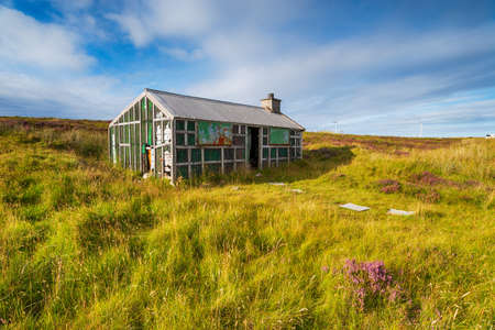 A derelict Shieling hut on Pentland Road moor near Stornoway on the Ilse of Lewis in the Western Isles of Scotland Sajtókép