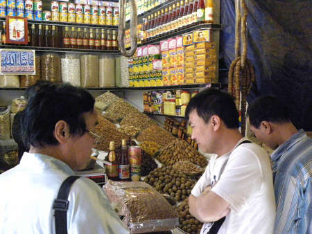 karachi: CHINESE_BUYING_DRY FRUITS AT THE SHOP IN THE MARKET SADDAR KARACHI PAKISTAN  TODAY ON FRIDAY 932012