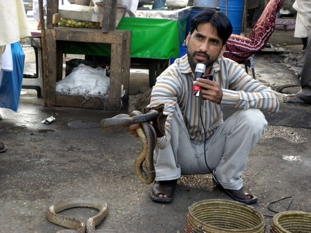 PAKISTANKARACHI_LOCAL SNAKE CHARMER SHOWING SNAKE IN FRONT OF PUBLIC TODAY ON THURSDAY 29 MARCH 2012