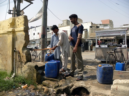 PAKISTANKARACHI_LOCAL PEOPLE FILLING WATER GALLONS FROM THE WATER SUPPLY PIPE LINE DUE TO SHORTAGE OF WATER SUPPLY TODAY ON WEDNESDAY 4 APRIL 2012                                                  Editorial