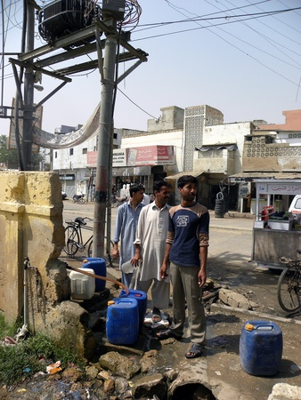 gallons: PAKISTANKARACHI_LOCAL PEOPLE FILLING WATER GALLONS FROM THE WATER SUPPLY PIPE LINE DUE TO SHORTAGE OF WATER SUPPLY TODAY ON WEDNESDAY 4 APRIL 2012