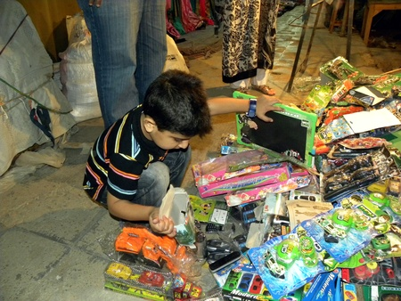 PAKISTANKARACHI_KID FINDS BEN 10 TOYS OF HIS CHOICE FROM FOOTPATH IN THE  TARIQ ROAD TODAY ON MONDAY 16 APRIL 2012                                 Editorial