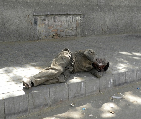 PAKISTANKARACHI_A DRUG ADDICT MAN SLEEPING ON THE SIDE OF THE ROAD TODAY ON FRIDAY 4 MAY 2012 IN KARACHI