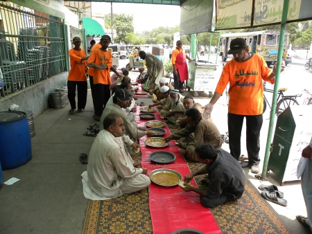 needy: PAKISTANKARACHI_SAYLANI WELFARE TRUST INTERNATIONAL SERVING FOOD TO THE POOR AN NEEDY & LABOUR PEOPLE