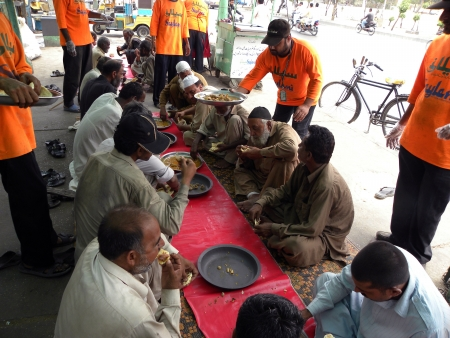 food distribution: PAKISTANKARACHI_SAYLANI WELFARE TRUST INTERNATIONAL SERVING FOOD TO THE POOR AN NEEDY & LABOUR PEOPLE