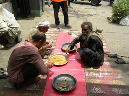 PAKISTANKARACHI_SAYLANI WELFARE TRUST INTERNATIONAL SERVING FOOD TO THE POOR AN NEEDY & LABOUR PEOPLE