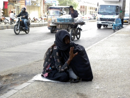 PAKISTANKARACHI_OLD WOMAN SITTING ON FOOTPATH FOR BAGGING FOR FOOD AN LIVELIHOOD TODAY ON FRIDAY 1 JUNE 2012 IN KARACHI