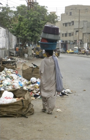 PAKISTANKARACHI_STREET VENDOR HOLDING WATER BASKET, TAPS ON HIS HEAD TODAY ON TUESDAY 17  JULY 2012 IN KARACHI                                  Editorial