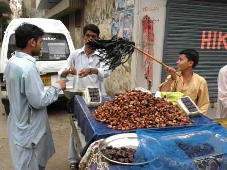 PAKISTANKARACHI_STREET VENDOR SELLING DATES TO CUSTOMER IN HOLY MONTH OF RAMADAM TODAY ON TUESDAY 24 JULY 2012 IN KARACHI                               Editorial