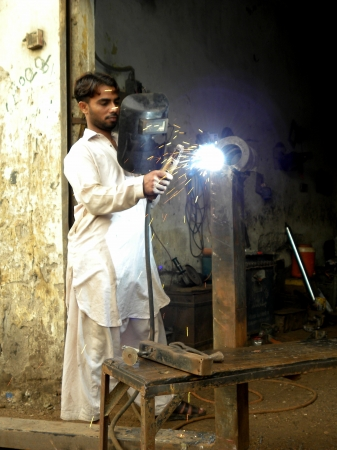 PAKISTANKARACHI_WELDER WITH PROTECTIVE MASK WELDING METAL AND SPARKS TODAY ON SUNDAY 16 SEPTEMBER 2012 IN KARACHI                                 Editorial