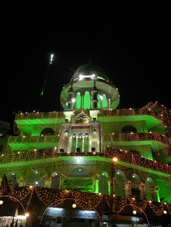 KARACHIPAKISTAN_RAB-UL-AWWAL IS THE THIRD MONTH IN ISLAMIC CALENDAR DURING THIS MONTH MUSLIMS CROSS THE PAKISTAN CELEBRAT THE BRITHDAY OF ISLAMIC PROPHET MUHAMMAD (P.B.U.H)MUSLIMS DECORATED MASJIDS (MOSQUE) WITH LIGHTING ON FRIDAY 25 JANUARY 2013