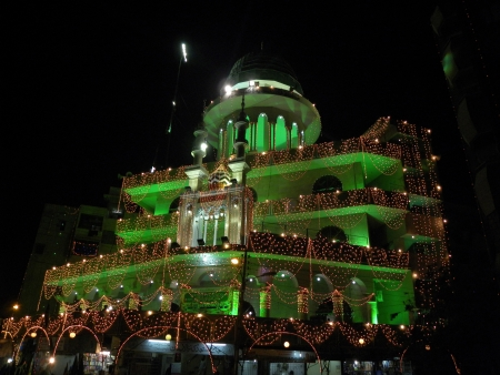 celebrat: KARACHIPAKISTAN_RAB-UL-AWWAL IS THE THIRD MONTH IN ISLAMIC CALENDAR DURING THIS MONTH MUSLIMS CROSS THE PAKISTAN CELEBRAT THE BRITHDAY OF ISLAMIC PROPHET MUHAMMAD (P.B.U.H)MUSLIMS DECORATED MASJIDS (MOSQUE) WITH LIGHTING ON FRIDAY 25 JANUARY 2013