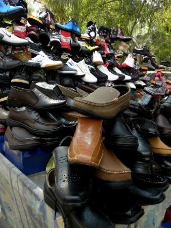 KARACHIPAKISTAN, SELLING USED FOOTWEAR ON SUNDAY 27 JANUARY 2013