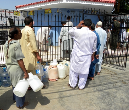 karachi: PEOLPE STANDS IN QUEUE FOR FILLING DRINKING WATER IN BOTTLES GALLONS THROUGH CANTONMENT BOARD CLIFTON KARACHI IT HAS BEEN REPORTED THAT SOME OF ARES IN KARACHI HAVE PROABLEM IN WATER SUPPLYING HERE ON MONDAY 13 MAY 2013