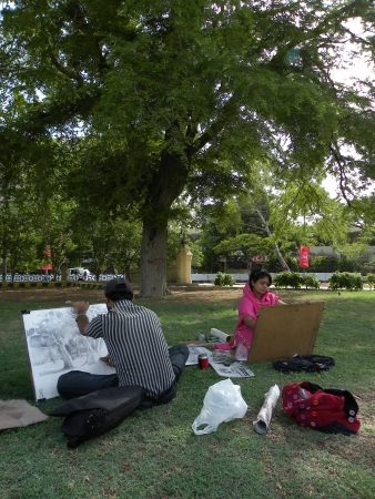fine arts: KARACHIPAKISTANI_PAKISTANI FINE ARTS STUDENTS BUSY IN MAKING DRAWING (SKETCHING) IN FRERE HALL PARK HERE ON THURSDAY 2013