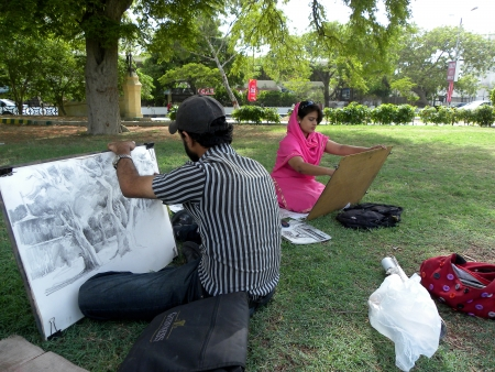 KARACHIPAKISTANI_PAKISTANI FINE ARTS STUDENTS BUSY IN MAKING DRAWING (SKETCHING) IN FRERE HALL PARK HERE ON THURSDAY 2013