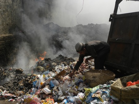 KARACHI PAKISTAN_AFGHAN MAN AN AFGHAN MAN SEARCHES FOR RECYCLABLE GARBAGE IN KARACHI CITY Editorial
