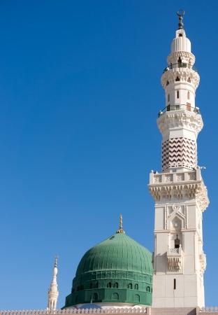 Torres de la mezquita de Nabawi againts azul cielo Nabawi mezquita es el Islam Foto de archivo
