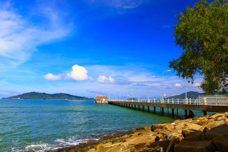 Seelandschaft Blick Morgen rechtzeitig auf UMS Bootssteg, Kota Kinabalu, Sabah, Malaysia Standard-Bild