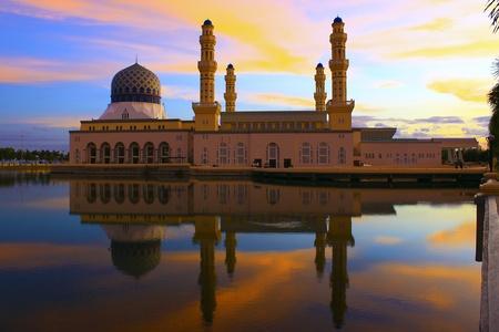 sabah: Floating mosque called Bandaraya Mosque at Likas, Kota Kinabalu, Sabah, Malaysia