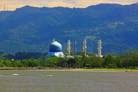 Beautiful landscape during morning time at Likas Beach, Kota Kinabalu, Sabah, Malaysia Stock Photo - 13340746