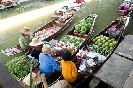 Damnoen saduak Floating Market, Thailand.  photo