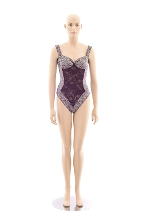 Female bald mannequin in underwear. Isolated on white background Standard-Bild