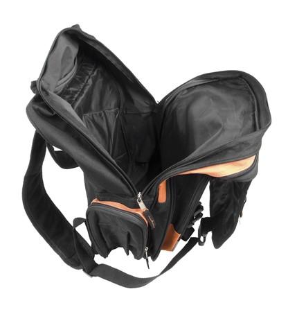 school bag: Abri� una mochila negra. Aislados en fondo blanco