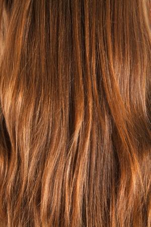 textura pelo: Primer plano durante mucho tiempo marr�n pelos femenina.