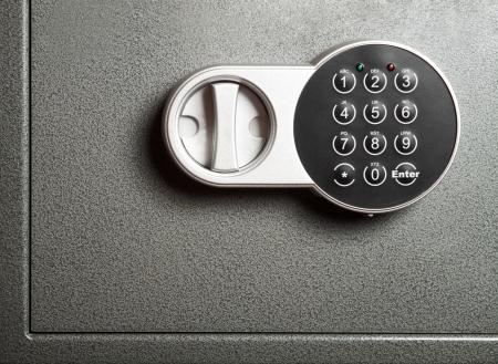 caja fuerte: Close-up a puerta segura de acero con cerradura electr�nica de combinacional Foto de archivo
