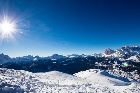 A view of the group of Tofane and mount Cristallo above the valley of Cortina d 版權商用圖片