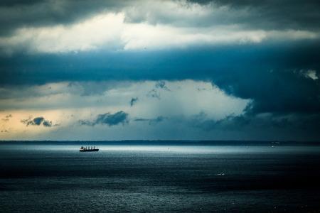 トリエステ湾の海に近づいて嵐