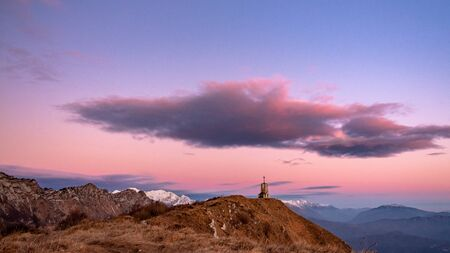 Sunset at the Cuarnan peak, Friuli-Venezia Giulia Region, in a freezing winter day Archivio Fotografico