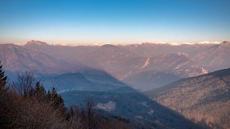 Trekking winter day in the mountains of Friuli-Venezia Giulia, Italy 版權商用圖片