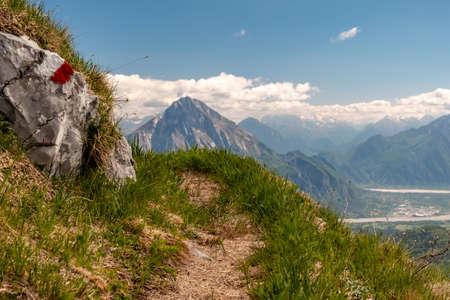 Reaching the top of a mountain in the Carnic Alps, Friuli-Venezia Giulia, Italy 免版税图像