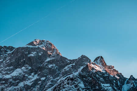 Sunset in front of the mount Mangart in the Italian Alps Imagens