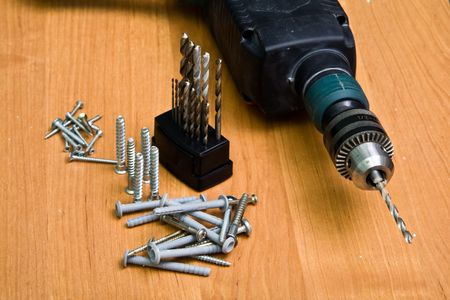 drilling: Photo of a drill, bit set and screws
