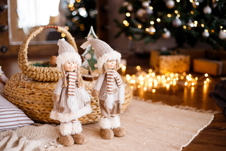 Christmas loft room interior with figures, the New year 2019 decorated with light gifts toys, holiday concept Banque d'images - 113607855