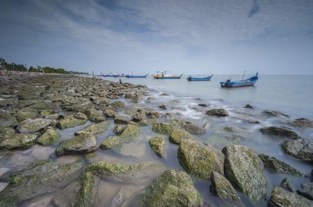 タンジュン Piandang ビーチ マレーシア ペラ州の漁船などの朝の景色