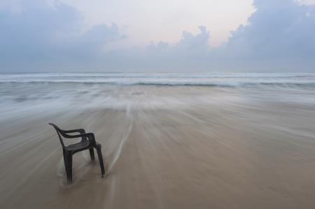 バトゥ ・ burok マレーシアでビーチで 1 つビーチチェア